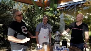 ELA Pate Peter Kapp erklärt die Zutaten für das ELA Brot
