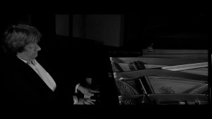 Pianist Martin Lüker in seinem Element